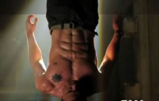 arrow-stephen-amell-abs-the-cw