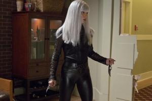 Arrow_Honor-Thy-Father_White Haired Woman