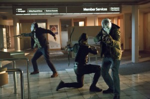 Arrow_The CW_Legacies_S1E6_Oliver stopping bank robbery