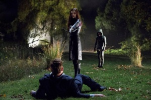 Arrow_S1E8_Vendetta_The CW_Helena taking out her father