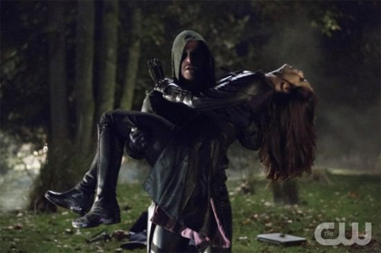 Arrow_S1E8_Vendetta_The CW_Oliver Rescues Helena