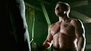 Arrow_S1E10_Burned_The CW_Stephen Amell No Shirt